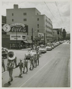 [Image: parade02.jpg]