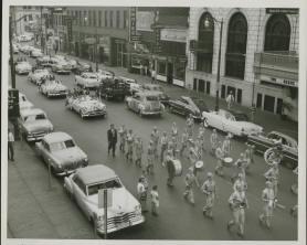 [Image: parade03.jpg]